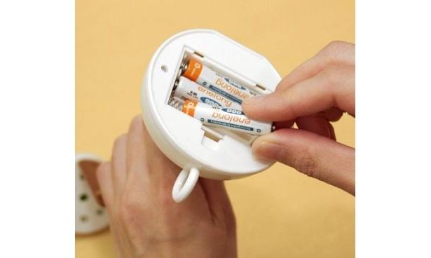 ライト底部のポッドの裏ぶたの中に電池を入れても使用できる
