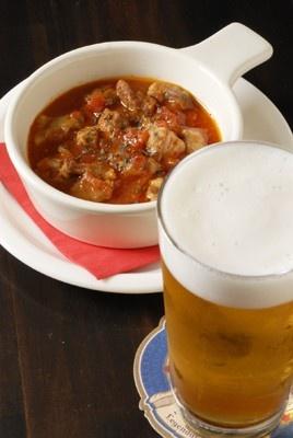 「British PUB The Tipsy Cat」の豚肉のトマト煮込み&グラスビールセット
