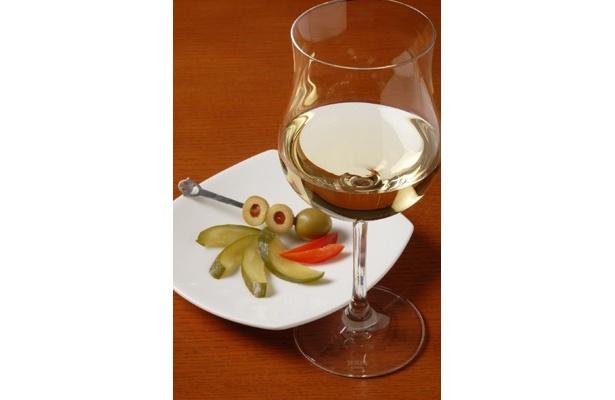 「Bar&Dining Clove hitch」のピクルス&オリーブorアンチョビトーストorチーズ2種+ドリンクセット