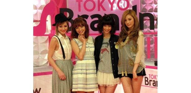 囲み取材に登場した木下ココ、優木まおみ、安田美沙子、Nana(AFTERSCHOOL)(写真左から)
