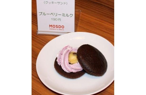 「クッキーサンド」の「ブルーベリーミルク」