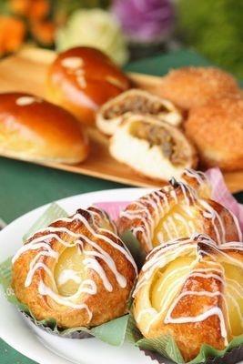 NEWLY BORN/食事パンから菓子パンまで多彩な品揃えが魅力。リンゴを使った西武限定のパンの他、50種以上が登場!!