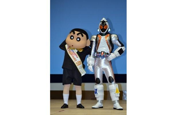 映画化20周年を記念し、しんちゃんと仮面ライダーフォーゼがコラボ!