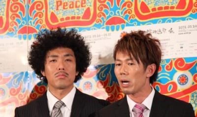 被災地のがれきの中にLIVE STANDグッズを見つけ涙したというトータルテンボス・大村朋宏(左)