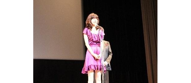「綾野剛さんとのバカップルぶりの見どころです」と語る逢沢りな