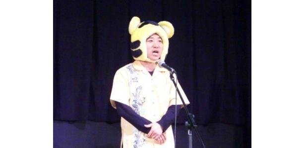 八光は「僕、映画に出ていないんです…沖縄に来て3日ですが、頭をポリポリかいているだけなんです(笑)」と会場の笑いを誘うコメント