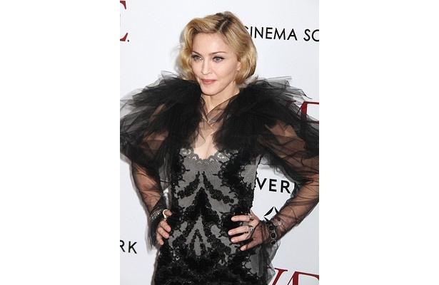 「私はビデオの中でワイルドな女性を演じているのよ」と語るマドンナ