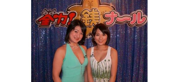 【写真】自称「経済界の叶姉妹」こと萌絵先生(右)とゆい先生(左)