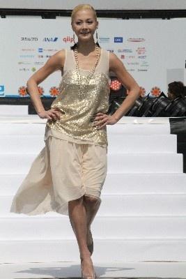 華々しく開催されたステージのトップバッターを飾った土屋アンナ