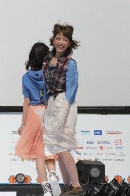 """若い女性に人気の""""くみっきー""""こと舟山久美子"""