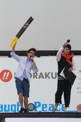 MCのオリエンタルラジオ・藤森慎吾とピース・綾部祐二が会場をアゲアゲに!