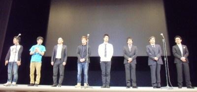 「第4回沖縄国際映画祭」で舞台あいさつに登壇した『初夜と蓮根』の出演者と監督