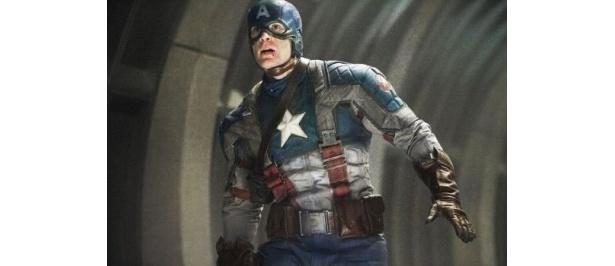アベンジャーズを率いるキャプテン・アメリカ