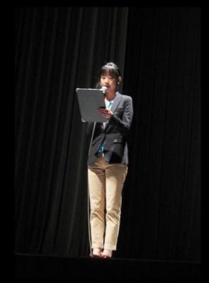 【写真】司会者によって監督のメッセージの日本語訳が届けられた