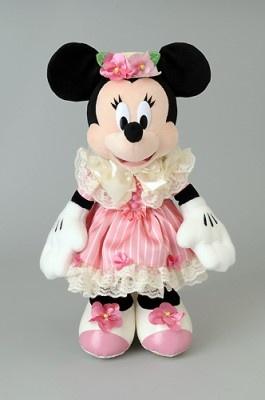 こちらはミニーのぬいぐるみ(3900円)