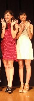 沖縄のアイドルユニット「ラッキーカラーズ」のALISAとMIINA