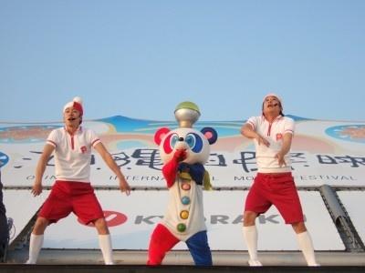 「ピラメキたいそう」を踊る、はんにゃ・金田哲、フルーツポンチ・村上健志
