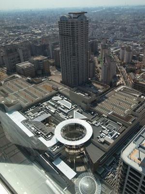 30階からの眺望。あべのキューズモールが真下に見える