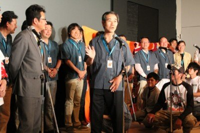 映画に関わった地元スタッフを紹介する蒲郡市の稲葉市長