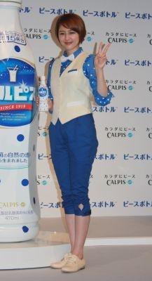 【写真】長澤まさみがCMの衣装で元気にポーズ!ほか会見の様子