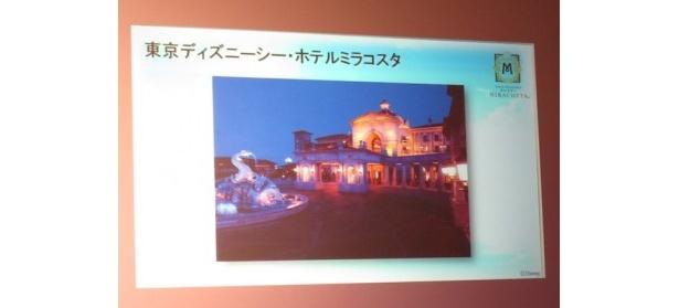 ホテルの窓から東京ディズニーシーの景色が見える
