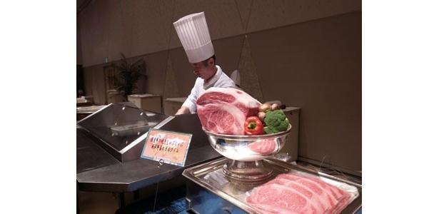 イベントでは、豪華な料理がビュッフェ形式で提供された