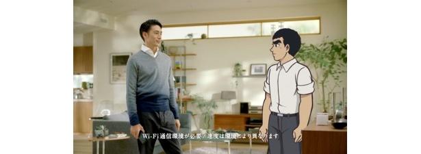 KDDIの「HOME SPOT CUBE」新TVCMで星飛雄馬と共演する伊勢谷友介