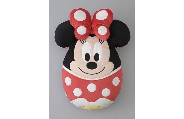 ミニーが卵形に変身!キュートなクッションは裏はミッキー(2900円)