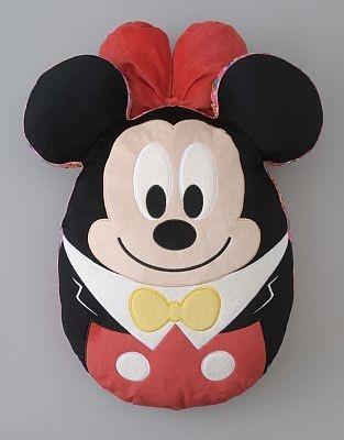 ミニーの裏はミッキーになっているクッション(2900円)