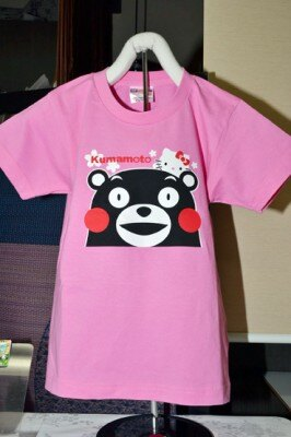 Tシャツは大人サイズが2400円、子供サイズが2100円