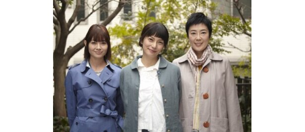 『すーちゃん まいちゃん さわ子さん』に出演する、左から、真木よう子、柴咲コウ、寺島しのぶ