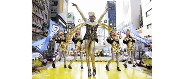 ロッテのキャンディー菓子「アイスブレーカーズ」のTVCMに出演することになった世界的振付師のジョンテ★モーニング