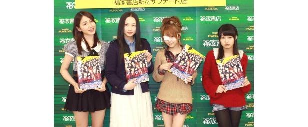 握手会に参加した吉川友、須藤茉麻、田中れいな、鞘師里保(写真左から)