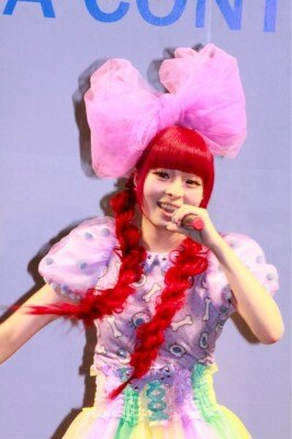 「沖縄国際映画祭」のイベントで全3曲を熱唱したきゃりーぱみゅぱみゅ