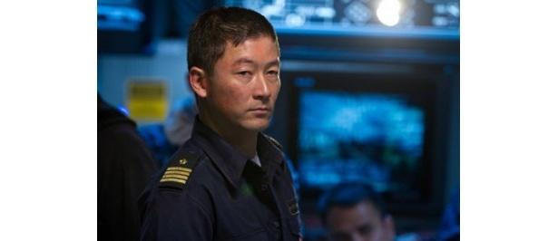 浅野忠信が演じるのは日本の自衛艦みょうこうの指揮官ナガタ