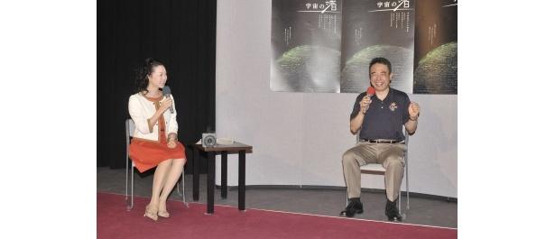 (写真右から)古川宇宙飛行士と「宇宙の渚」番組ナレーターの礒野佑子アナ