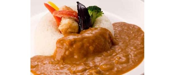 札幌グランドホテル / NODE タラバ蟹カレー ¥1,600(サラダ付、税・サ込)