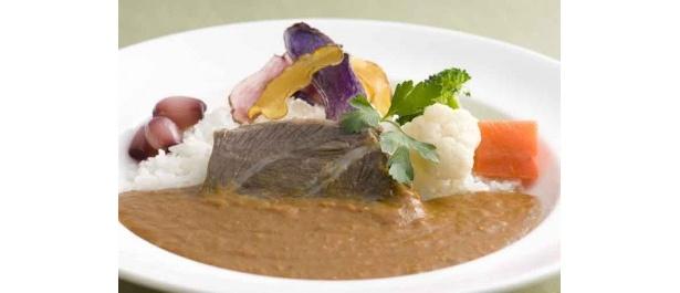 JRタワーホテル日航札幌 北海道産牛ホホ肉と彩りじゃが芋のビーフカレー ¥1,600(税・サ込)
