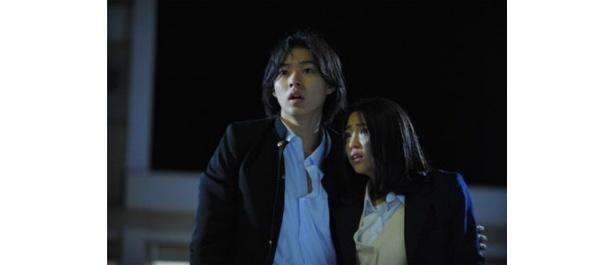 高校生のスグルは下級生のリノと共に鬼からの逃亡を続ける(『リアル鬼ごっこ3』)