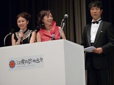 MCの藤井隆、木佐彩子、佐藤麻衣
