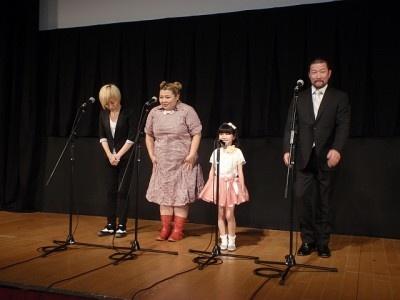 『SPOTLIGHT』の舞台あいさつに登場した浜崎綾監督、渡辺直美、小林星蘭、木村祐一