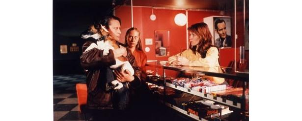 失業した夫婦の悲哀と希望を描いた『浮き雲』(96)など、全20作品が新作公開を記念して上映
