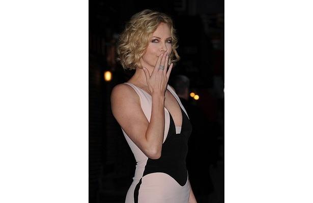 「本物のセックスビデオよりよっぽど良い」「彼女がハリウッドで最もホットな女優だということを確認した」などのユーザーコメントが寄せられている