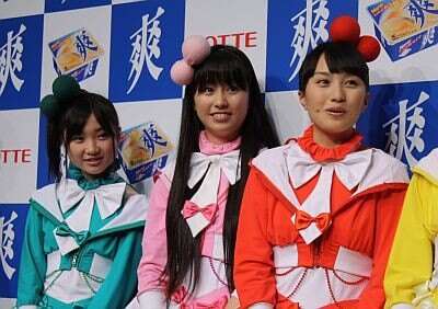 有安さん(左)は「ライブ後のアイスが大好き」と告白