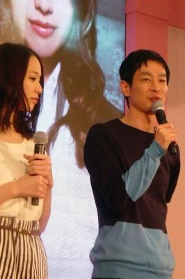 写真左から戸田恵梨香、加瀬亮