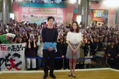 ファン200人を前に映画「劇場版SPEC~天~」主演の戸田恵梨香、加瀬亮(写真右から)