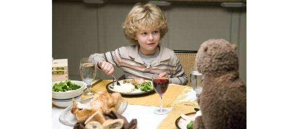 7歳の息子ヘンリーは、ビーバーとの会話に大喜び