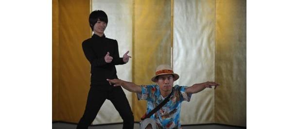 【写真をもっと見る】神木隆之介扮するニノマエがまさかの「ゲッツ」、伊藤淳史は同姓同名の伊藤淳史役で登場