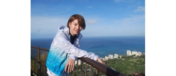 TwellVにて放送中の「ハワイに恋して~CRAZY FOR HAWAII~」に出演する桜田通