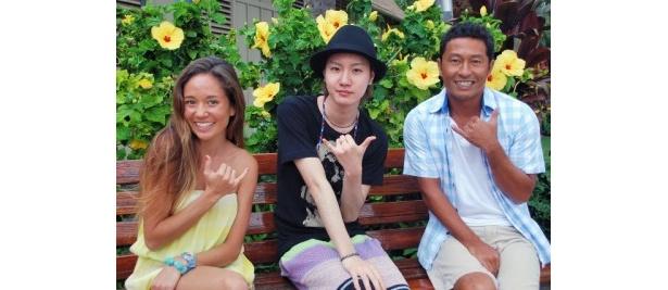【写真】ハワイ初心者の桜田に内野とアリッサがハワイの魅力を教える